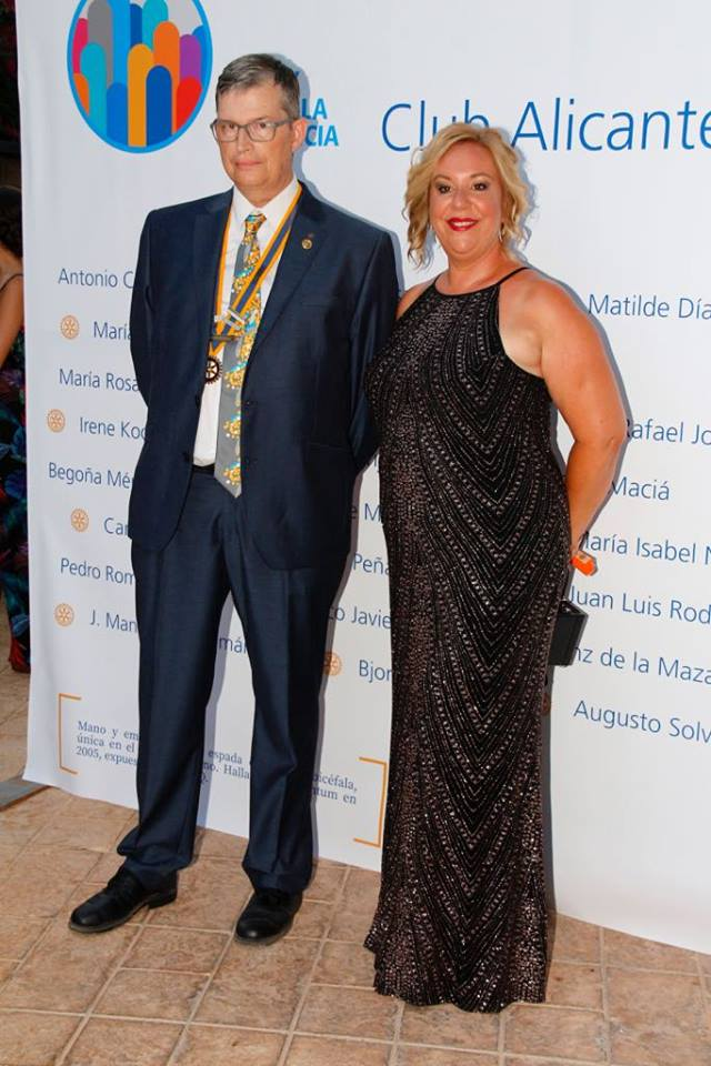 Asistimos a la entrega del Acta Constitutiva del Rotary Club Alicante Lucentum