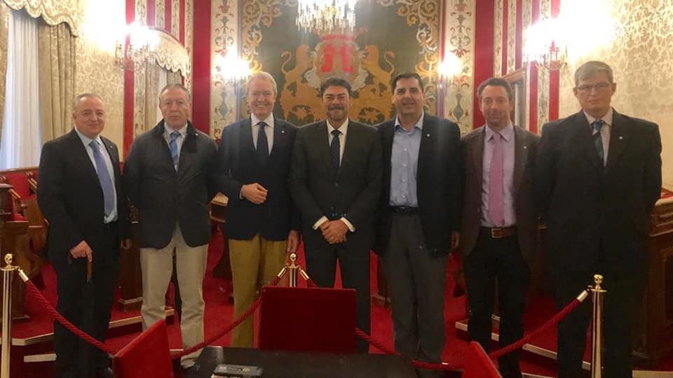 El DG2203 de Rotary Internacional con el Alcalde de Alicante