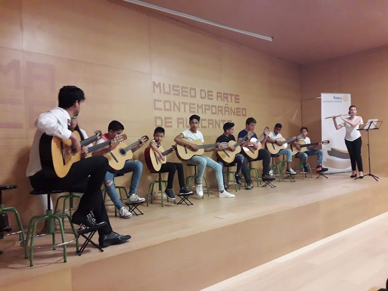 Guitarras en la escuela/campaña crowfunding