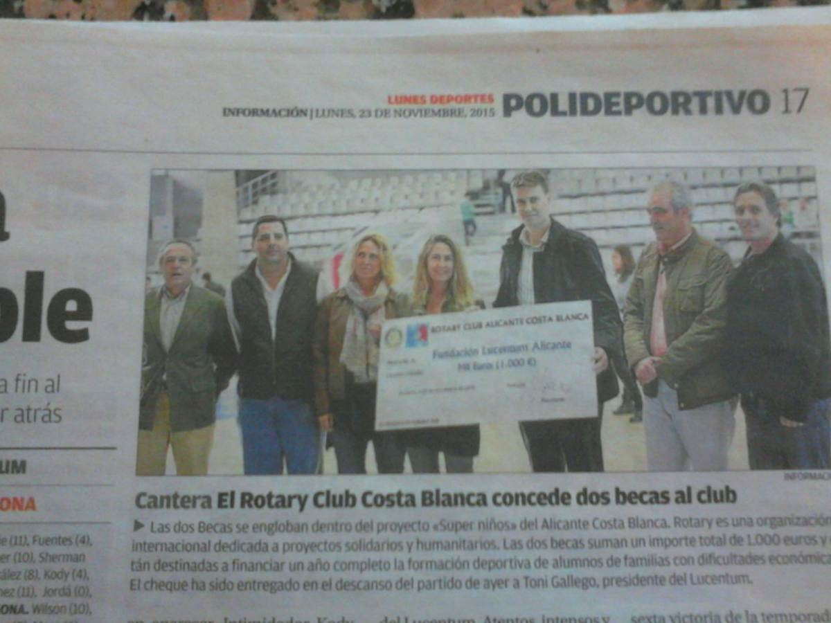 Entrega de 2 becas deportivas a la Fundación Lucentum Baloncesto